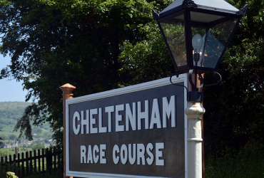 cheltenham racecourse 370x250 - The Biggest Gambles That Paid Off At Cheltenham Racecourse